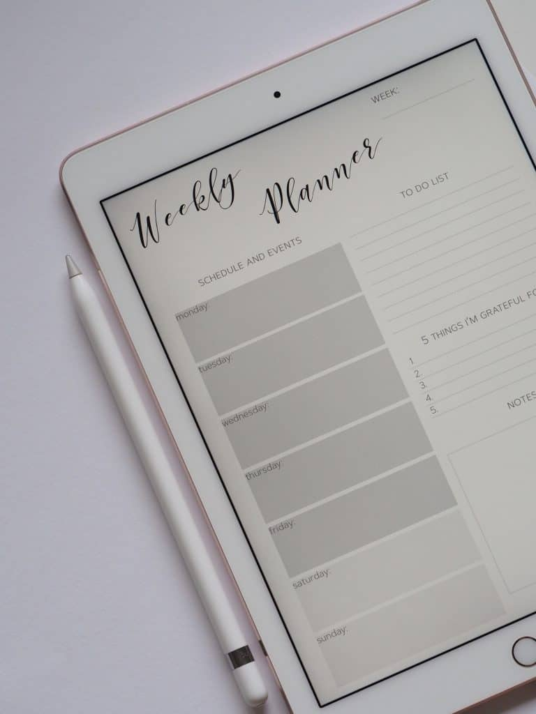 important dates to remember in Carling - Meeting planner tablet background banner - Photo by Plush Design Studio