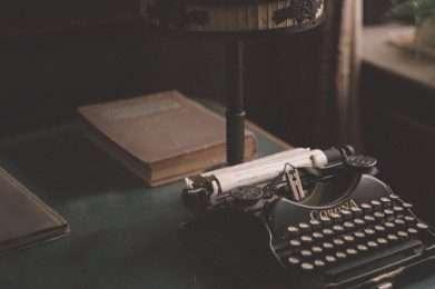 Minutes and agendas background image - Photo by Da Kraplak from Unsplash